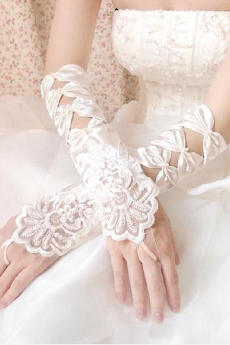 Hot Sale High Quality White Ivory Fingerless Wedding Gloves Cheap 2017 Sheer Lace Beaded Bridal Gloves