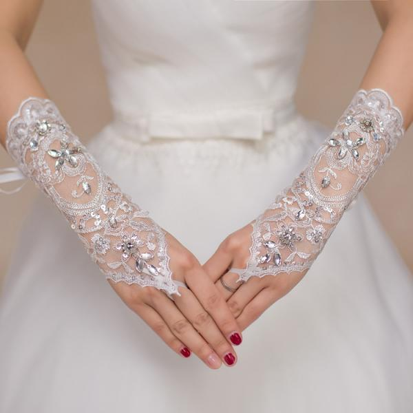 Delicate Lace Bridal Gloves 2017 Sequins and Beads White Wedding Gloves High Quality Fingerless
